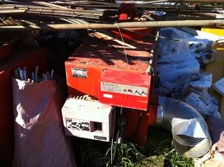 廃棄されている施設栽培用のヒーターです