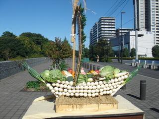 野菜の船盛りを横から見るの図