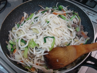青梗菜で焼うどん