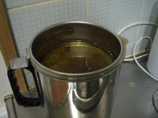 活性炭を通して天ぷら油を再利用